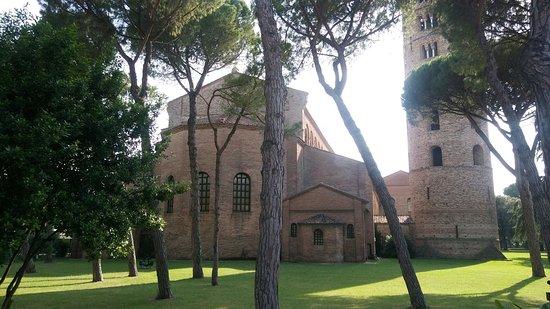 Basilica di Sant'Apollinare in Classe : Esterno della struttura