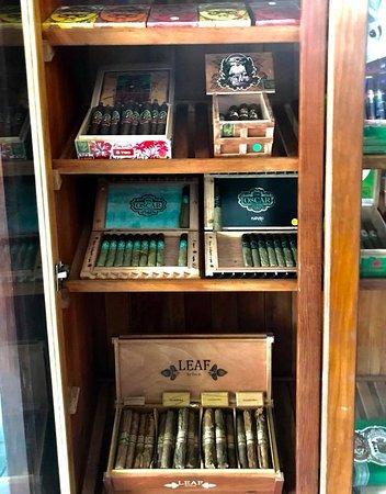 Frank's Cigar Bar: The famous Oscar Valladares collection!