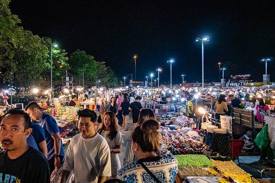 ็Huamum Night Market: Huamum Night Market