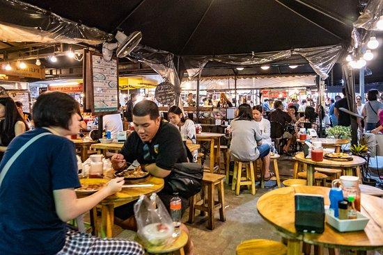 ็Huamum Night Market: Huamum Night Market Restaurant