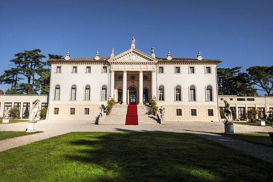 호텔 렐라이스 빌라 코르네 델라 레지나