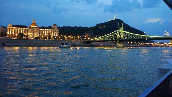 Admiral River Cruises : Liberty Bridge