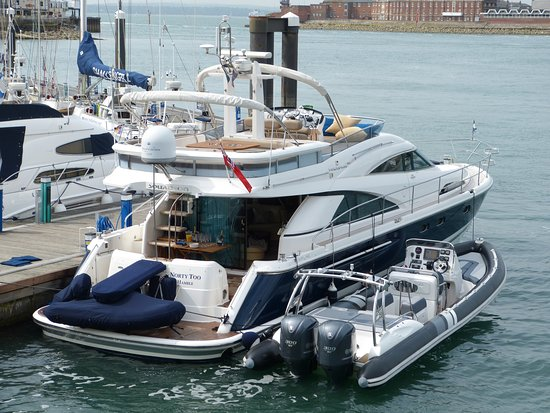 Norty Too Charter: 'Norty Too' Fairline Squadron 58 & 'T/T Norty Too' 9.5m Cobra