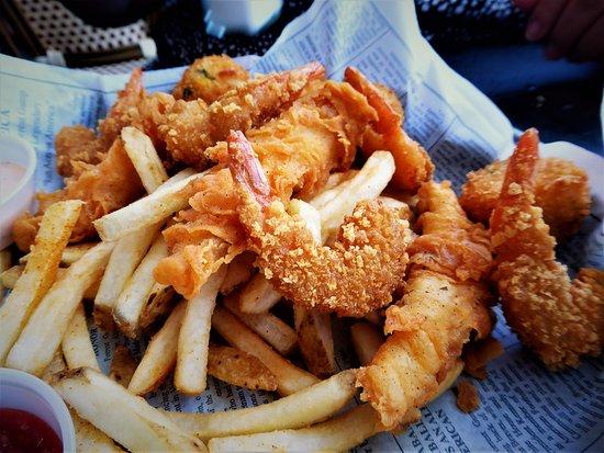 Bubba Gump Shrimp Co.: Fried fish and shrimp