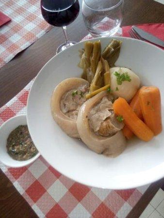 Orcival, Frankrike: Tête de veau sauce gribiche
