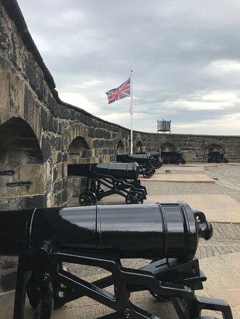 ปราสาทเอดินเบิร์ก: Cannons