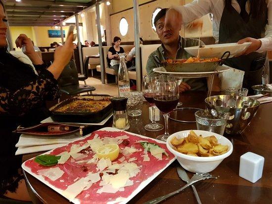 La Voglia : Nydelig mat, hyggelig atmosfære og god service.  Anbefales på det sterkeste 😉