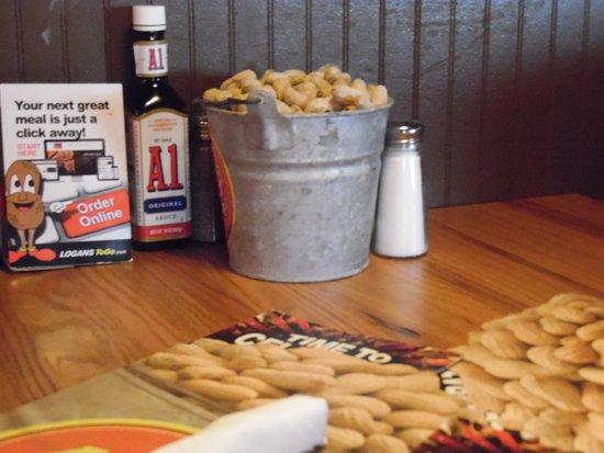 Logans Roadhouse : TABLE CONDIMENTS