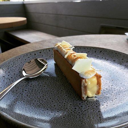 Hinge & Co Restaurant & Bar: Lemon tart.