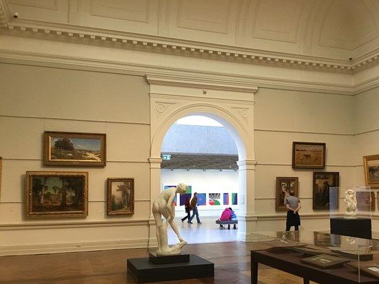 หอศิลป์เอ็นเอสดับบลิว: Interior.