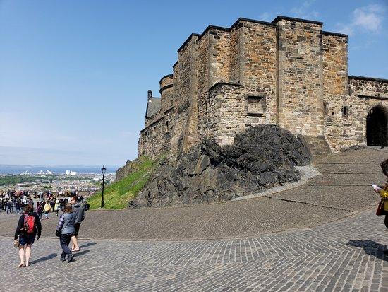 ปราสาทเอดินเบิร์ก: Side of the Castle