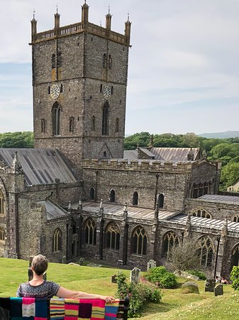 Ty Helyg Bed & Breakfast: Overlooking St. David's Cathedral