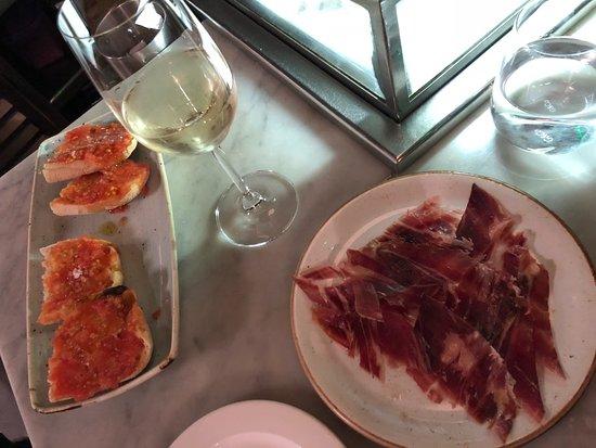 Jose Tapas Bar: White wine, Jamón Ibérico and pan con tomate. Nom nom