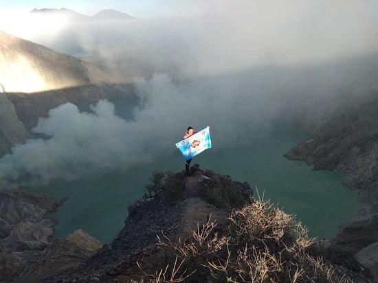 Java Volcano Tour Operator: Kawah Ijen (Mount Ijen) Blue Fire Volcano Crater Tour