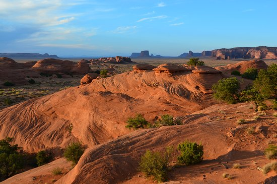 Navajo Spirit Tours: Mystery Valley at sunset
