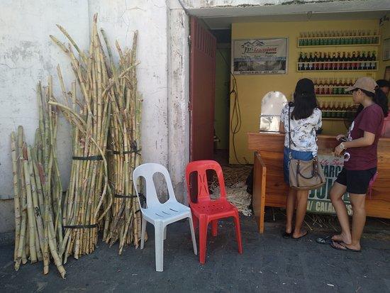 Calle Crisologo: Sugarcane juice