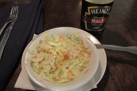 Horse & Hounds Restaurant: The coleslaw tasted better with a sprinkle of malt vinegar on it.