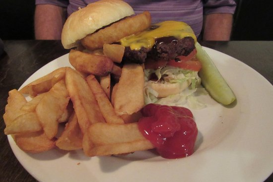 Horse & Hounds Restaurant: Tom's Cowboy Burger & fries