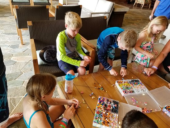 Hyatt Residence Club Maui, Ka'anapali Beach : Shark tooth necklace making