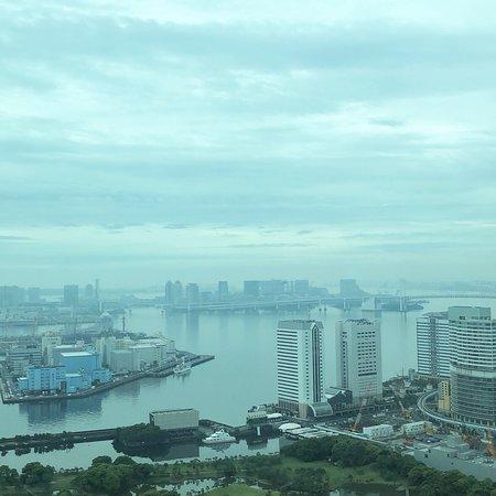 Conrad Tokyo: Breakfast and views