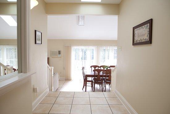 Kindred Spirits Inn & Cottages: Our 3 bedroom cottage hallway