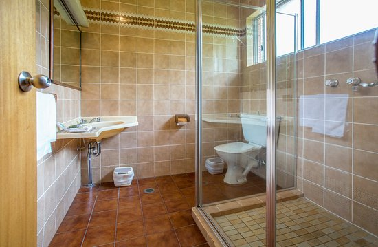 Meramie Motor Inn : Deluxe Studio Bathroom