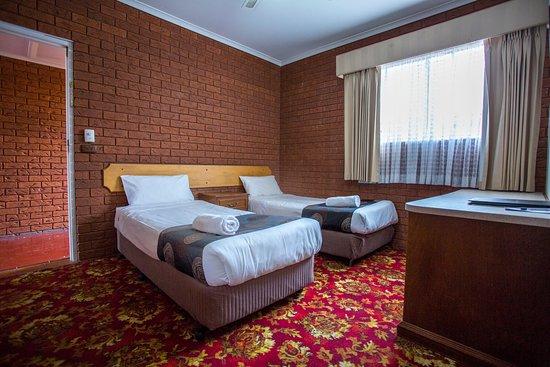 Meramie Motor Inn : Family Room - second bedroom