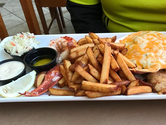 Capt. Kat's Lobster Shack: Captains Feast, lobster dry and tough