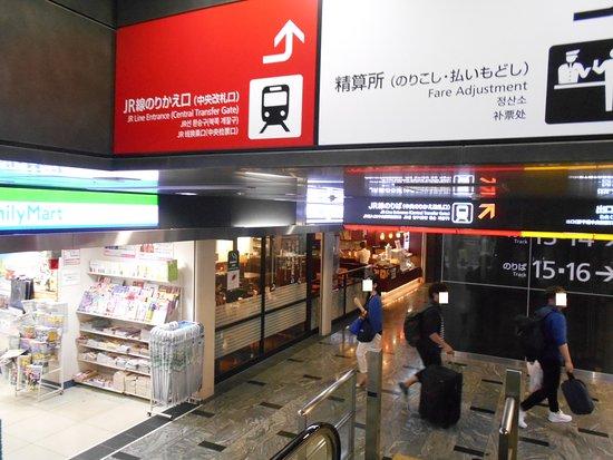 Coffee-kan, JR Hakata Station : 11・12番のエスカレーターから見下ろした珈琲館