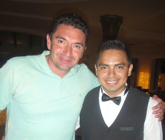 Barcelo Maya Palace: Bartender Alejandro Serrano, nos atendió de manera descomunal