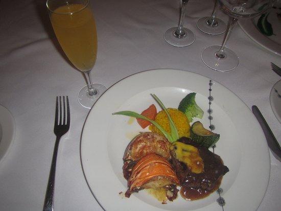 Barcelo Maya Palace: El Mar y La Tierra del Brasserie, cola de langosta y filete mignon