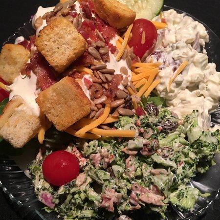 Derby Dinner Playhouse: Salad bar.