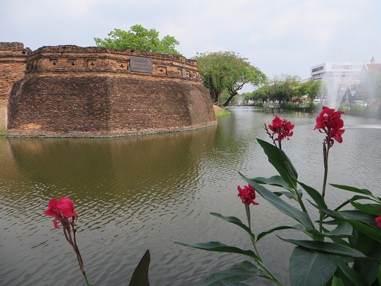 Fort of Ka-Tham, 1お堀と城壁