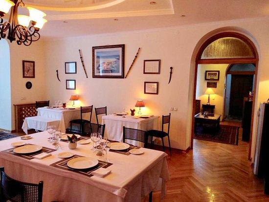 La Maison : main dining and entrante