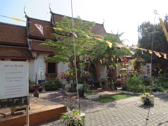 Wat Pha Bong (Mank Kalaram), 4礼拝堂と庭
