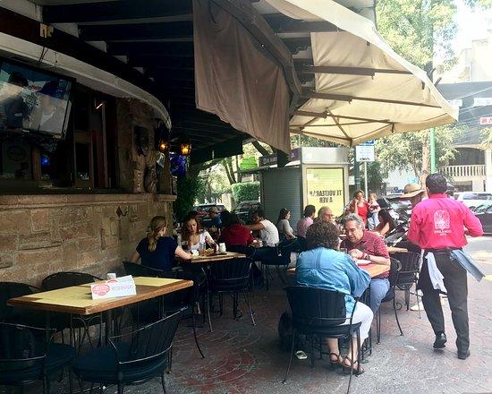 Karisma Cantina: Sidewalk seating