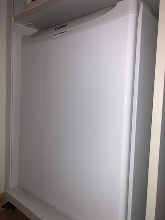 St Paul Plaza Hotel: frigobar sujo