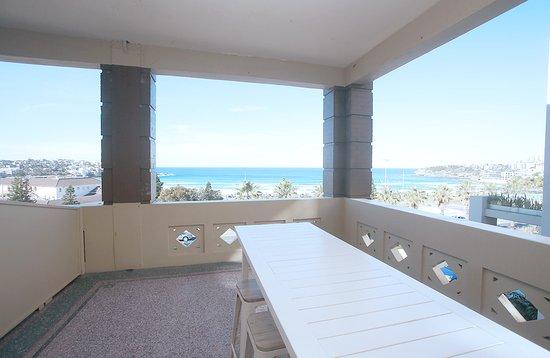 Hotel Bondi: Communal Balcony