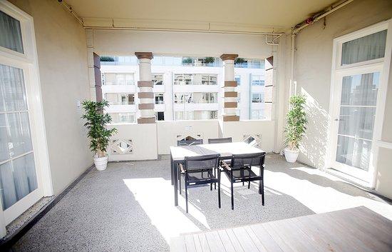 Hotel Bondi: Communal Courtyard