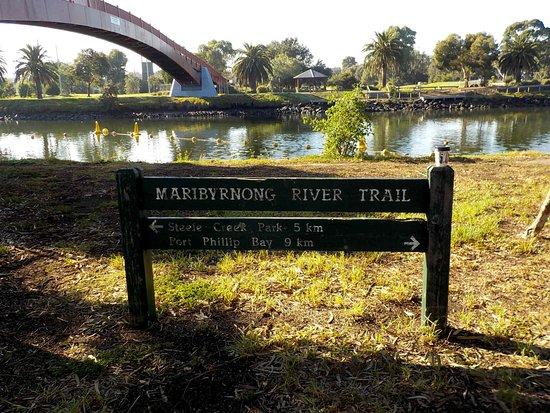 Maribyrnong, Australien: Fairbain Reserve over the pedestrian bridge