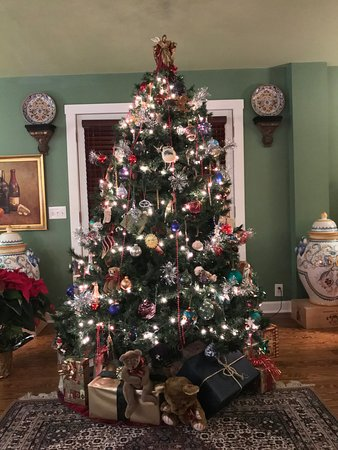 Monteagle Inn & Retreat Center: Decorated for the holidays