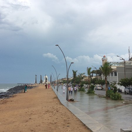 Aura Cafe : Rainy day in front of the beach