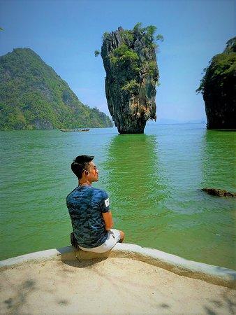 James Bond Island: เป็นเกาะที่สวยและมีเอกลักษณ์เฉพาะ นั่นคือ เขาพิงกัน และ เขาตะปู สวยงามมาก
