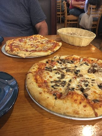 Steamworks Brewing Co: Pizza