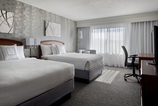Courtyard by Marriott Lebanon: Guest room