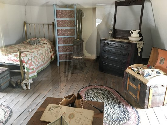Fort Verde State Historic Park: Spartan room furnishings