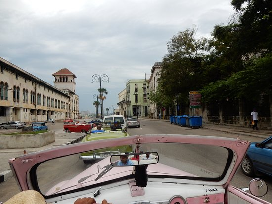 Cubaoutings: Cruising through Old Havana in our vintage convertible!