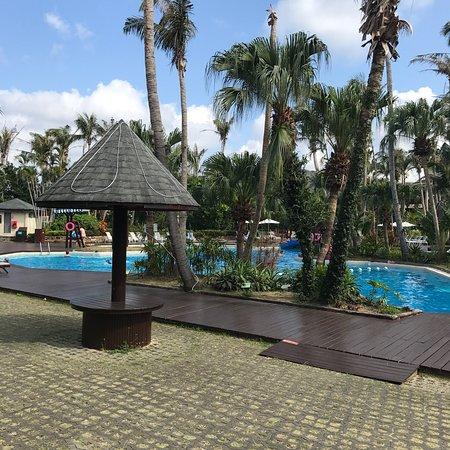 Caesar Park Hotel Kenting: Caesar Park's semi+private beach pool= relaxation + tan