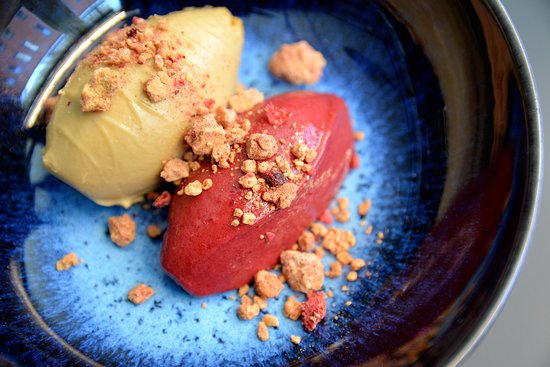 Tullin Sauna Bistro: liqourice pudding & rasberry + blueberry sorbet with white choclate crumbles