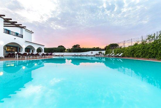 Ristorante La Colombaia: Panoramica del ristorante e della piscina